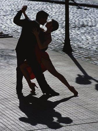 Što biste radili s osobom iznad, prikaži slikom - Page 16 Tango_zena