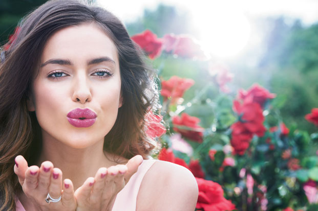 irina shayk, avon perfect kiss