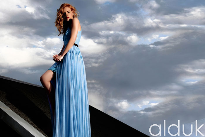 će nositi posebno dizajnirane večernje haljine s ALDUK potpisom