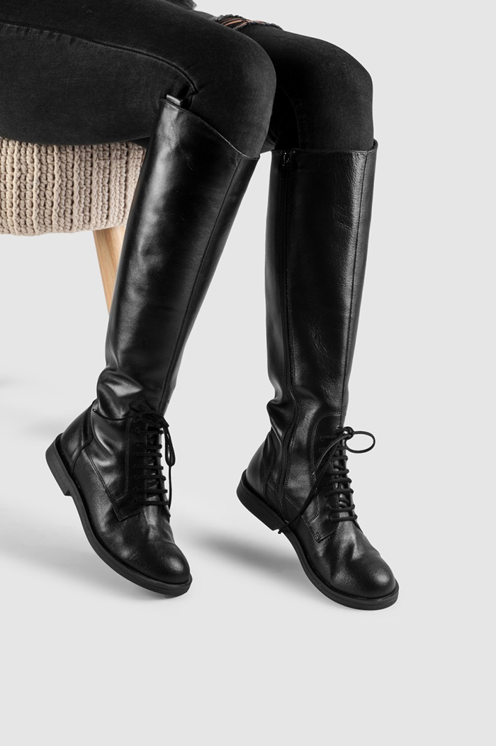 seks crne čizme