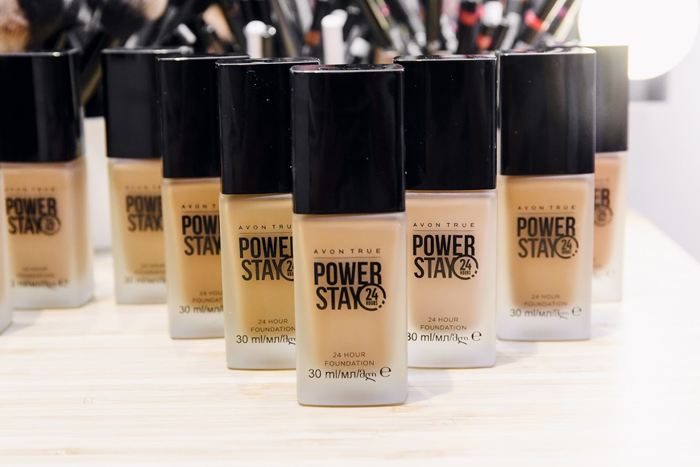 avon power stay puder